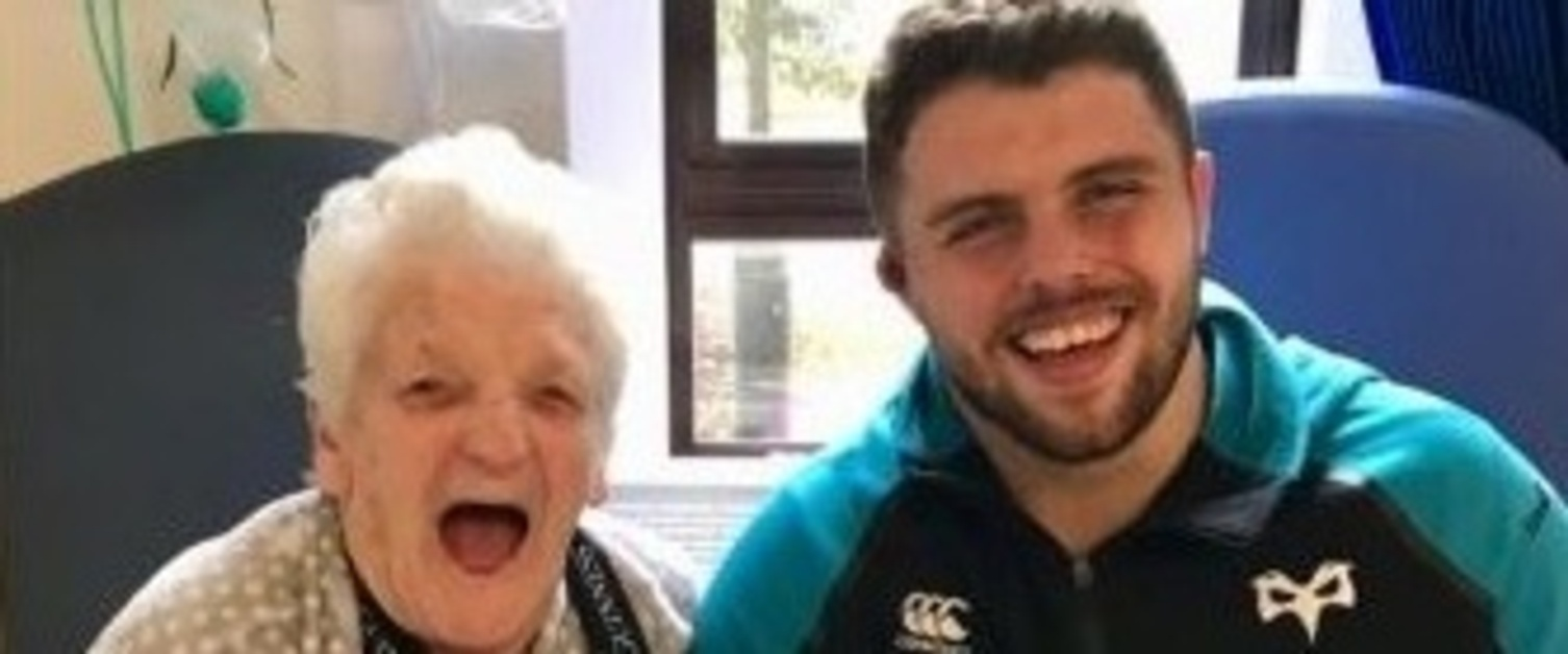 Ospreys and Wales star Nicky Smith and Shirely Carsons