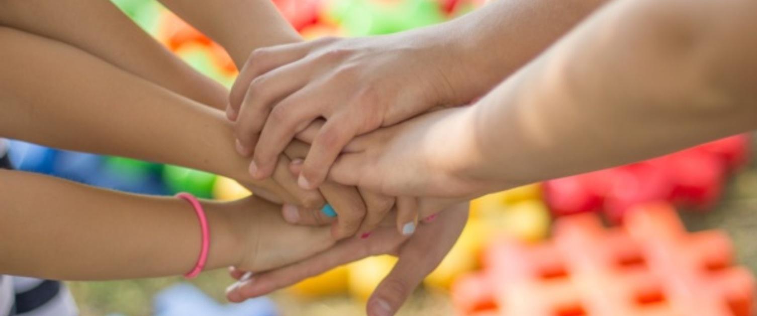 childrenhands-2847508_1920