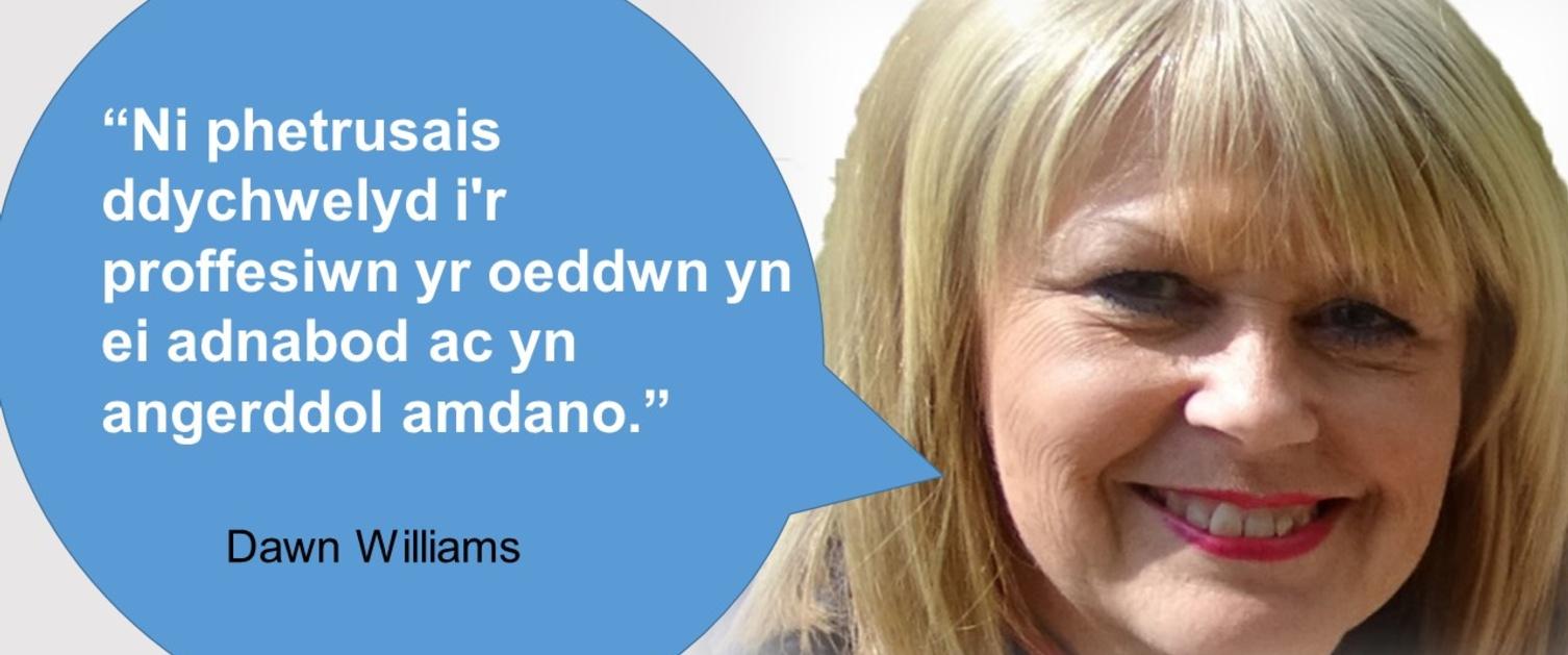 Delwedd o'r nyrs a brechlynydd COVID Dawn Williams.