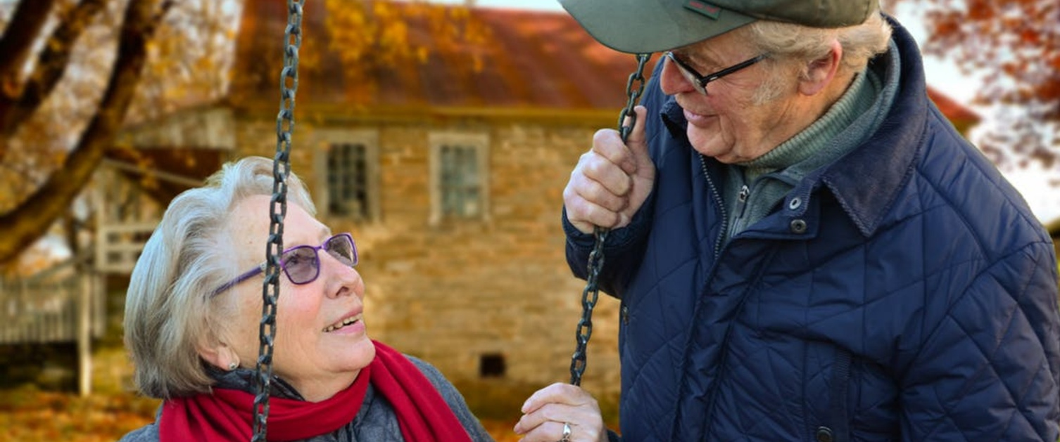 Older_couple_lady_on_swing