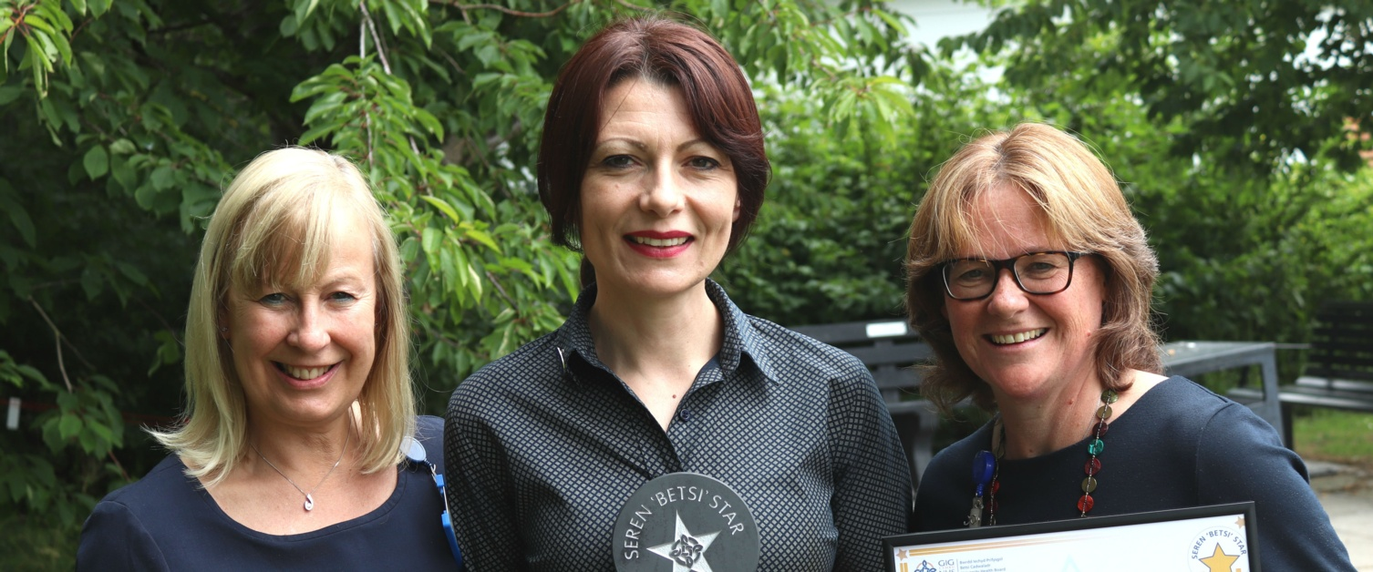 Occupational Therapist offering outstanding care to cancer patients wins health award