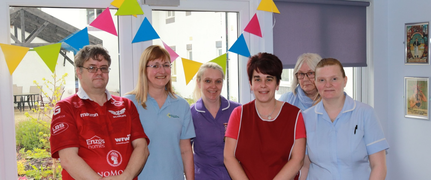 Llangollen care home residents improve confidence and wellbeing thanks to Health Board oral health programme