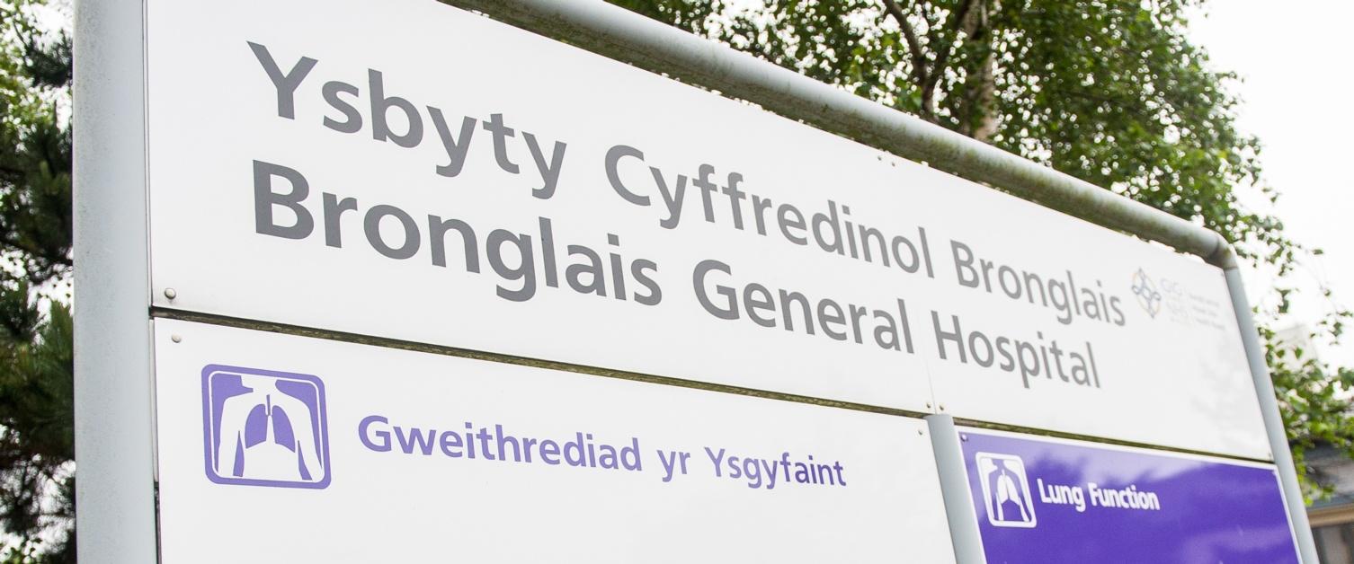 Arwydd Ysbyty Bronglais