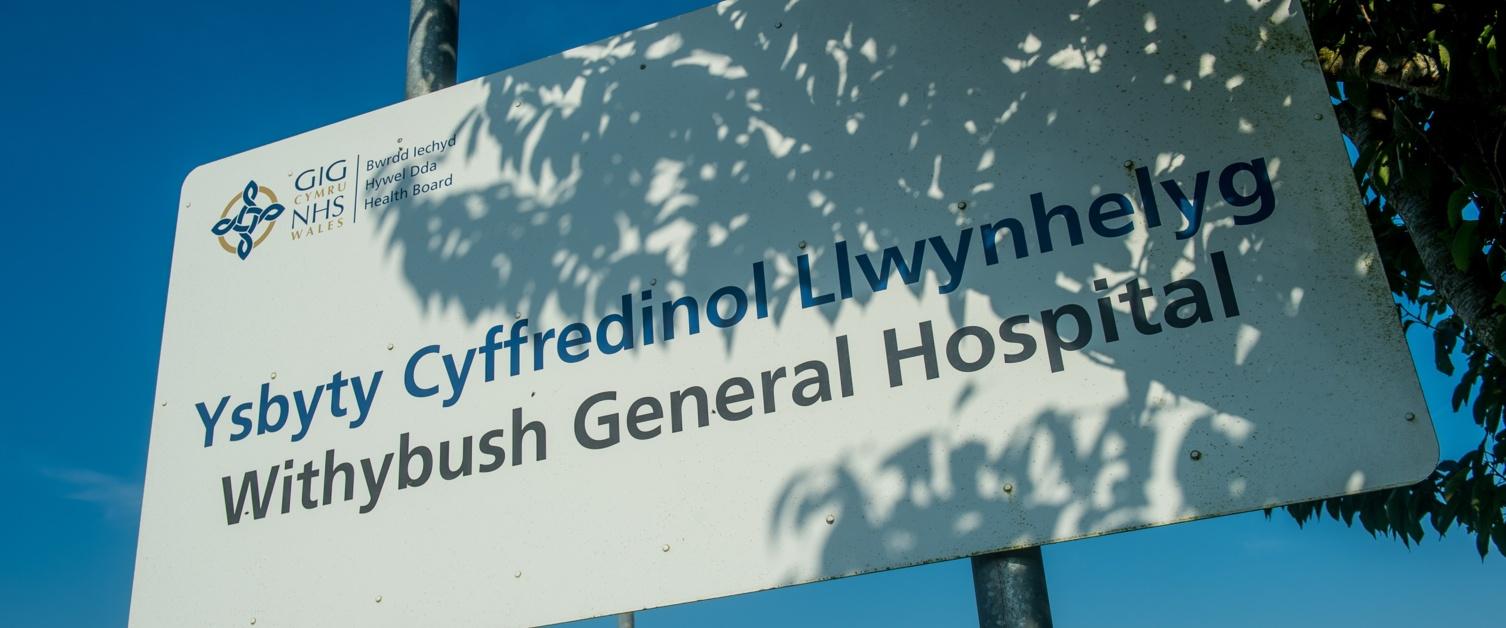 Arwydd Ysbyty Llwynhelyg