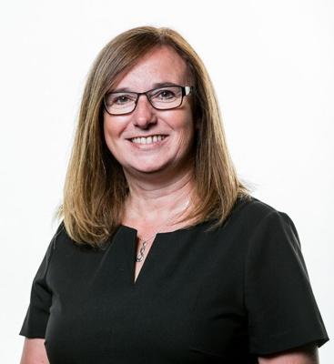 Julie Rogers (Dirprwy Brif Weithredwr / Cyfarwyddwr y Gweithlu)